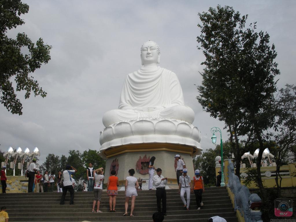 Chùa Long Sơn - Điểm du lịch hấp dẫn Nha Trang