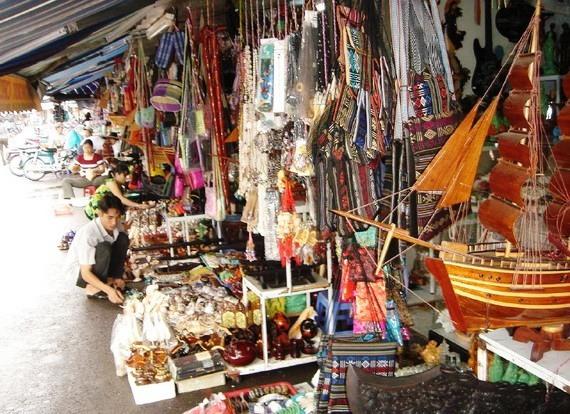 Hàng quán ở chợ đầm