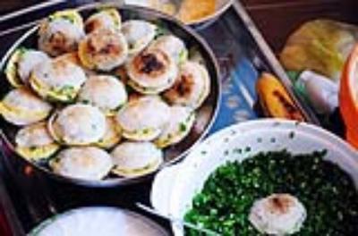 Thưởng thức món bánh căn nổi tiếng phố biển Nha Trang