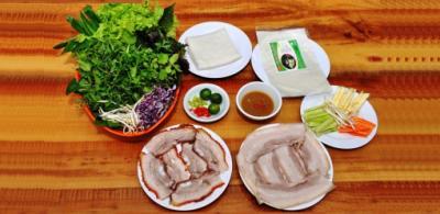 Du lịch Đà Nẵng nhất định phải thưởng thức bánh tráng cuốn thịt heo