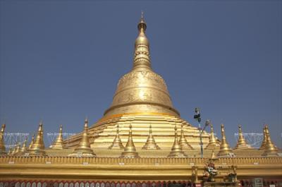 Chênh vênh ngôi chùa trên Hòn Đá Vàng ở Myanmar
