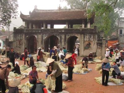 Chợ nón làng Chuông