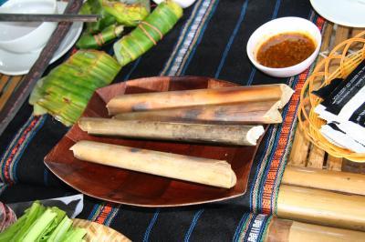 Cơm nướng ống và phở khô ở phố núi Gia Lai