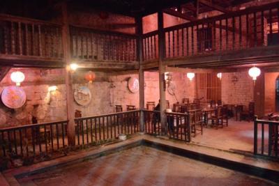 Đêm Đồng Văn thưởng thức cà phê phố cổ