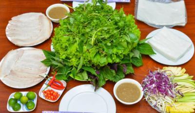 Du lịch Đà Nẵng đừng bỏ qua bánh tráng cuốn thịt heo