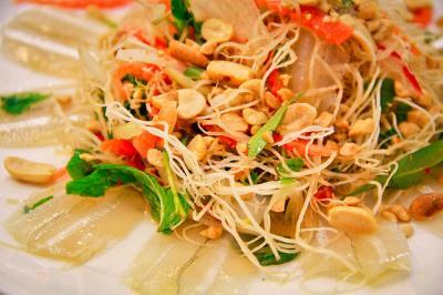Gỏi cá mai - món ngon của Nha Trang