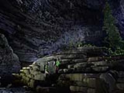 Hang Tiên với hệ thống thạch nhũ như ruộng bậc thang