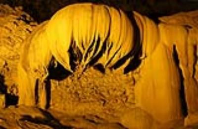 Khám phá hang động đá vôi 300 triệu năm Ngườm Ngao