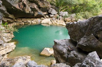 Khám phá vẻ quyến rũ của hang Tú Làn Quảng Bình