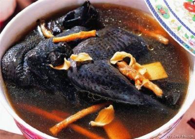 Lên bản Thái thưởng thức món gà đen rang gừng