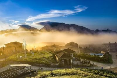 Lên đỉnh Mẫu Sơn ngắm biển mây tránh nóng ngày hè