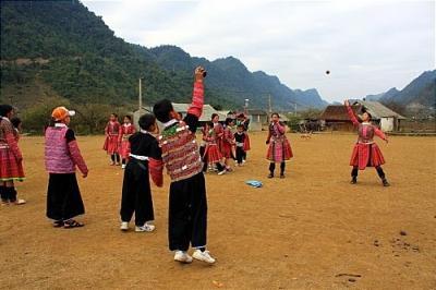 Ném Pao – trò chơi dân gian của người Mông Mộc Châu