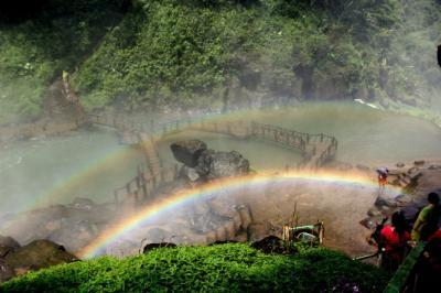 Ngắm cầu vồng lung linh bên thác Đambri hùng vĩ