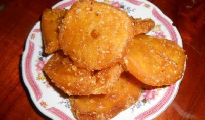 Ngọt lịm bánh khoai ngào đường phố Hội