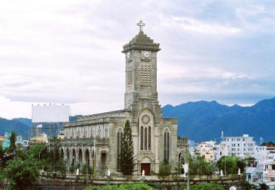 Tham quan nhà thờ đá Nha Trang