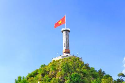 Thiêng liêng cột cờ Lũng Cú