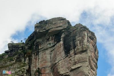 Ngắm vẻ đẹp kiêu hùng của đỉnh Pha Luông huyền thoại