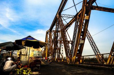Cầu Long Biên, nơi hiện tại nối liền quá khứ