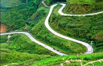 Chuyện chưa kể về con đường hạnh phúc ở Hà Giang