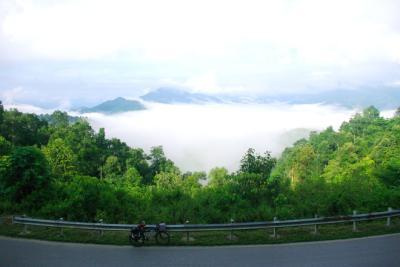 Đèo Pha Đin huyền ảo trong mây mù