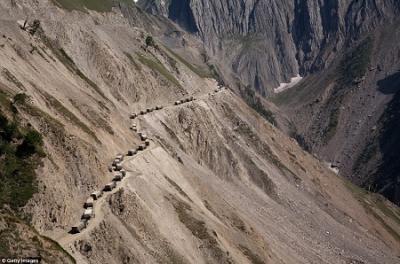 """Khám phá cung đường """"giỡn với tử thần"""" trên dãy Himalaya"""