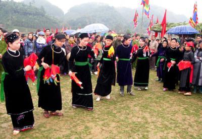 Những điệu múa quyến rũ của thiếu nữ các dân tộc