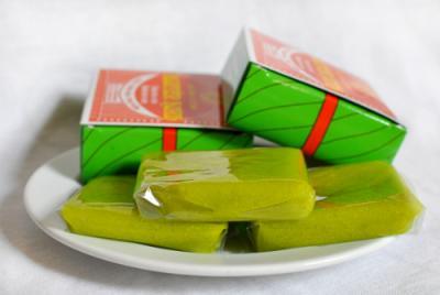 Mua gì làm quà cho người thân khi bạn du lịch Hà Nội