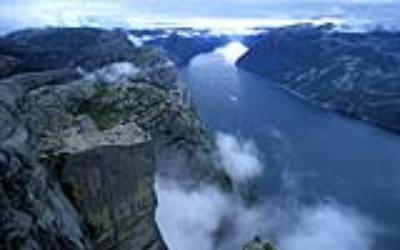 Thả hồn trên vách núi dựng đứng ở Na Uy