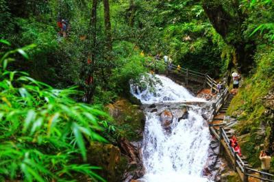 Tới Sa Pa vượt rừng tìm thác Tình yêu