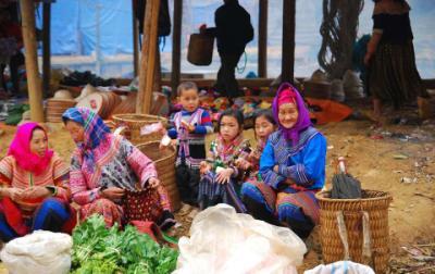 Chợ Phiên Cán Cấu