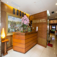 Khách sạn Emerald
