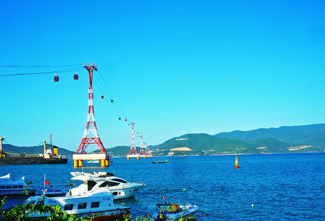 Cáp treo vượt biển dài nhất thế giới với độ dài 3.320m